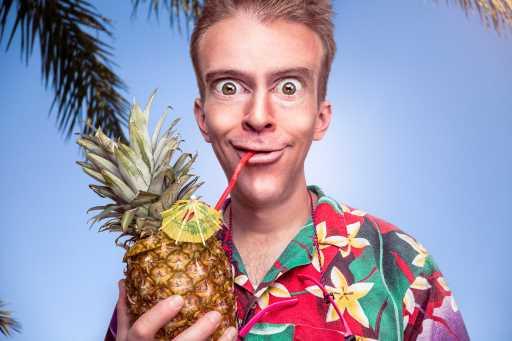 cara comica piña hawai
