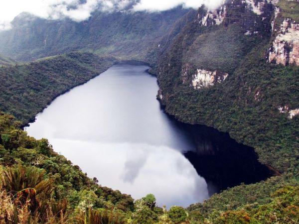 Laguna de los condores leymebamba_600x450