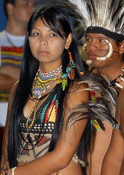 mujer indigena de la etnia terena